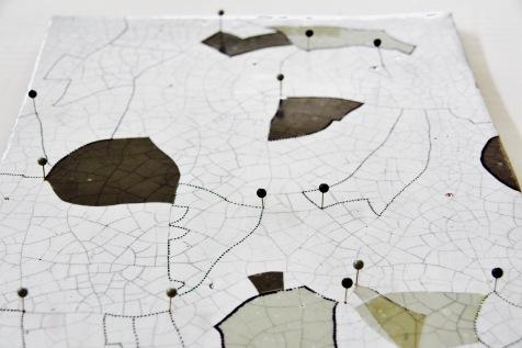 Ortofrutticoltore, 2015 Ceramica tecnica crackle Acetato adesivo Spille segnaletiche China 31 X 41 CM 32 X 43 CM 27 X 35 CM